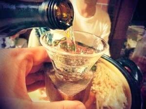 *夫婦で乾杯♪ 青森・限定品の日本酒に舌鼓。