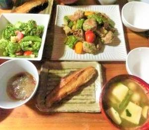 【レンチンで暑さ対策&時短!】夏野菜と肉団子のチョレギドレッシング炒め♪