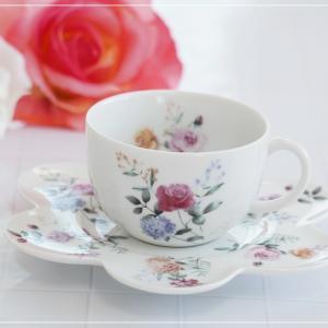 ☆ローズブーケの華やかなカップ&ソーサー☆