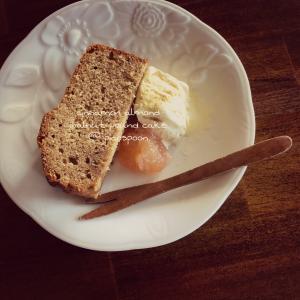 シナモン、アーモンド、クルミのパウンドケーキ