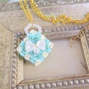 せっかくの春のおしゃれを楽しむための青森ロザフィのミントカラーネックレス
