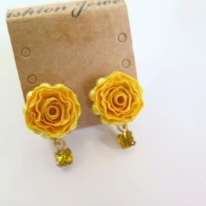 青森ロザフィは元気を貰える黄色いばらの耳飾りあります