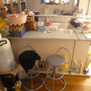 【ビフォー】これだけ収納があるのにキッチン収納が少ないからと家具を買い替えようとしていた奥様