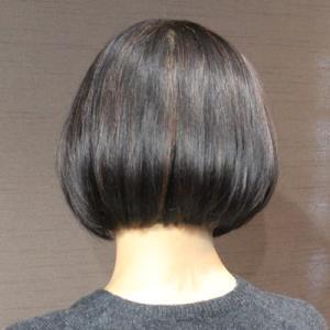 ヘナ染めの髪の縮毛矯正