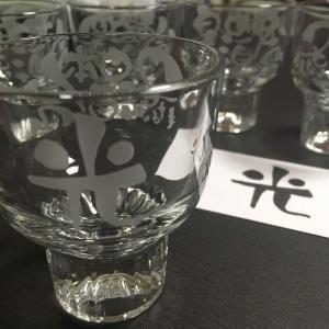 日本酒の杯に「光」