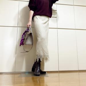 ロング丈のスカートにはロングブーツが合う
