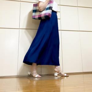 涼し過ぎて色違いで購入したUNIQLOワッシャーサテンスカートパンツ