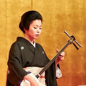 日本の古典芸能鑑賞会で三味線演奏の仕事です。