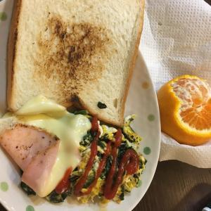 朝ごはんを作って食べる