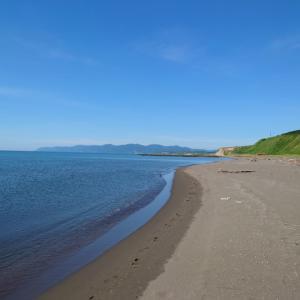 平日の海辺で
