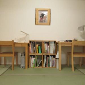 子どもたちの学習机を和室に置いてみた