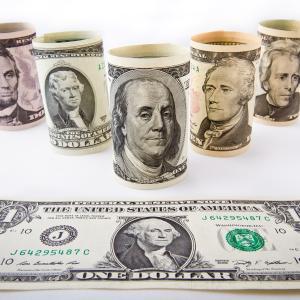 直近1ヶ月の米国市場ではQQQ(NASDAQ100)に資金が流入しているが、それ以外で流入が目立っているのは債券ETFばかり