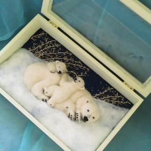 箱の中の母子「目覚めのとき」