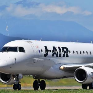 いわて花巻空港 J-AIRと岩手山  No.7372