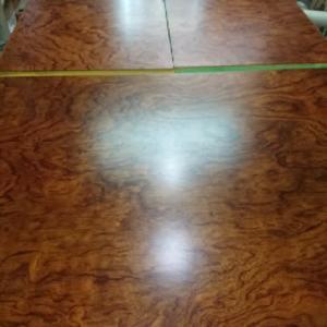 テーブル塗りかえました