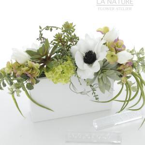 お花と多肉植物のアレンジメント