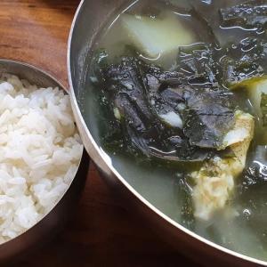 きのこの釜山ライフ カジャミミヨック(カレイのワカメスープ)