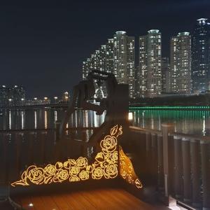 釜山花火大会の舞台 広安大橋は今 水営江の彫刻公園