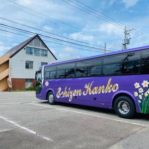 久しぶりに大型観光バスがご来店です。