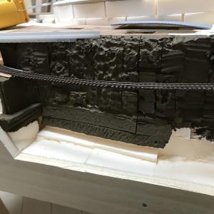 レイアウト製作 ~中間駅側線の地面構造物と粗壁面の作成~