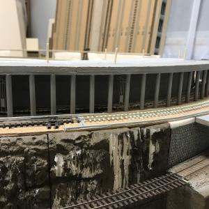 レイアウト製作 ~第1本線 シェッドとトンネル部の基本塗装~