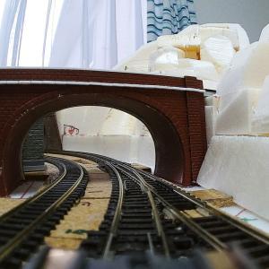 トンネル上部を塞ぐ