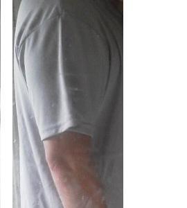 俺のTシャツで腕ぱつぱつになるのは何㎝か