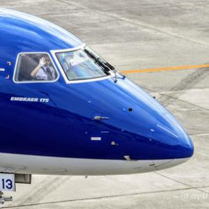 あいち航空ミュージアム なりきり制服コーナーとパイロット・CAお仕事講話開催