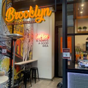 Brooklyn ドーナツ〜 靴紐$2.50!!