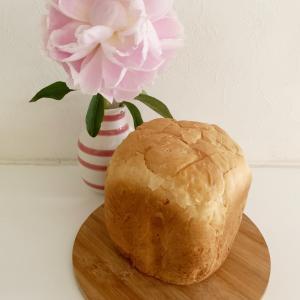 HB食パンとお店の高級食パン