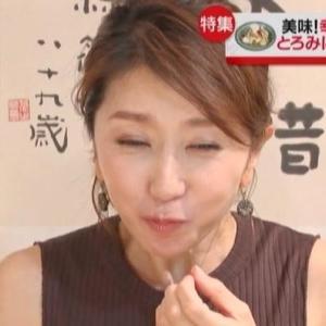 【news every特集】熟女リポーター坂田陽子さん食レポでムチムチノースリニット&脇チラ!?