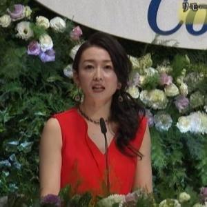 【ジルベスターコンサート】テレ東狩野恵里アナのムチムチ二の腕イブニングドレス【双子のママ】