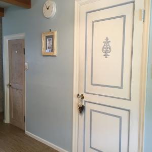 ドアにペンキを塗ってみた