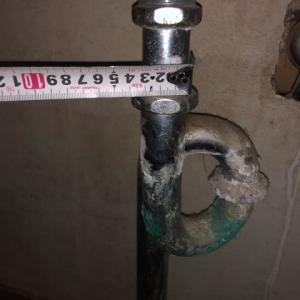 手洗いの配管が水漏れで使えない