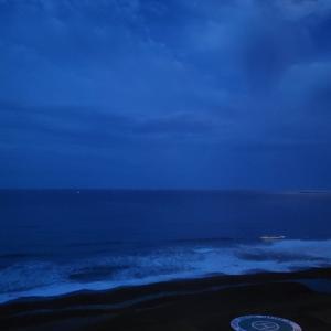 サーファーの朝は早いです