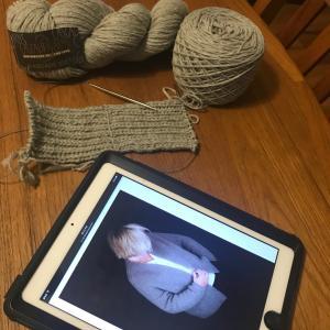 *冬眠していた毛糸で編み散らかし*