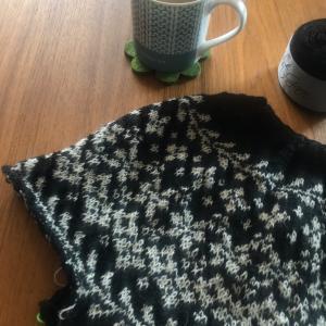 *ほうじ茶で作ったミルクティーと編み物の時間*