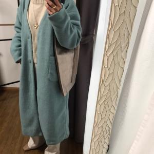 ホワイトコーデに春カラーのコート!/セルフネイルのお助けマン!