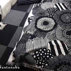 ★こんな感じの床の上に、こんな風にお布団を敷いて寝ています。
