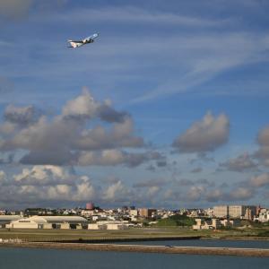 翼竜のような雲と飛ぶ  B737  日本トランスオーシャン航空(NU)