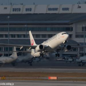 陰を抜けて  B737  日本トランスオーシャン航空(NU)