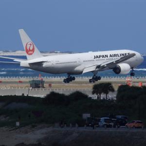真逆な世界  B777  日本航空(JL)