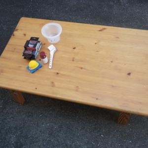 汚れて湾曲したテーブルの修理(1)
