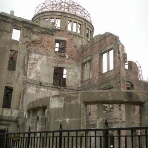 広島原爆の日・地球に額をつけて祈ろう