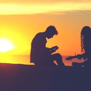 息子がギターにはまって必死に練習してる姿が昔の自分を思い出す