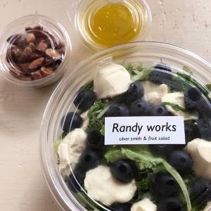 やおや六角ストア[朝市日和]:フルーツサラダ専門店Randy Works。