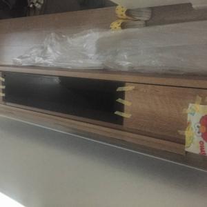 TVボードを2階へ運ぶ・寝屋川市…大阪・寝屋川市の遺品整理士/便利屋銀さん