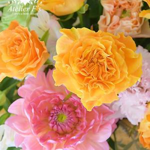 レッスン中にお花の知識も伝えています【フラワーアレンジメント教室 西宮市】