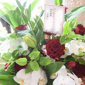企業様からご依頼の華やかなお祝いのお花をお届け【フラワーアレンジメント教室 アトリエフィーズ】