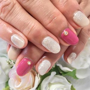 ピンクとラメの華やかデザイン